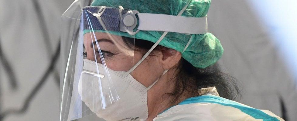 Coronavirus, Borrelli: oggi 793 morti e 4821 contagiati. Boom di volontari, oltre 7mila da tutta Italia