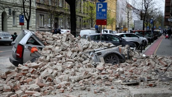Terremoto, due scosse di magnitudo 5,4 e 4,6 a Zagabria: gravissimo un 15enne. Nel Paese da ieri in vigore il lockdown per il coronavirus