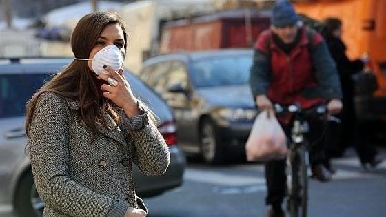 """Coronavirus e smog, è l'ora delle polemiche: """"Chiari legami"""". """"No, non è vero"""""""