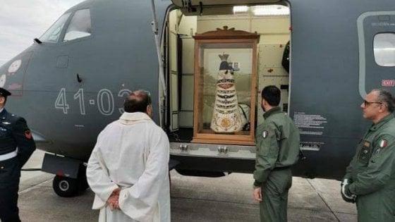 Coronavirus, nessun pellegrinaggio per la statua della madonna di Loreto. La foto è un fake