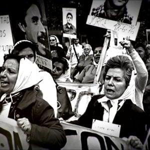 Argentina, il coronavirus ferma la marcia delle Madres de Plaza De Mayo
