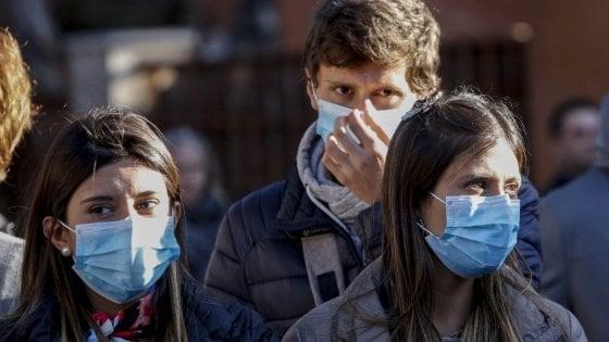 """Coronavirus, infettivologa: """"La mascherina chirurgica è un atto di  generosità, quella con la valvola protegge solo chi la indossa"""" - la  Repubblica"""