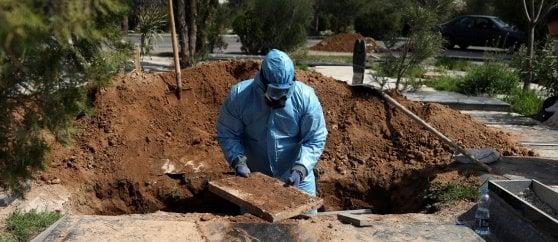 Coronavirus, in Spagna contagi record e 2700 morti. Francia quinto Paese a superare i mille decessi. Oms: Usa possono superare Europa