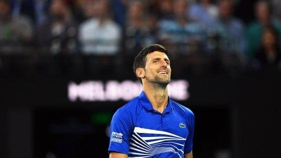 """Tennis, coronavirus; Djokovic sostiene l'Italia. """"Non sei sola"""". E Federer aiuta le famiglie in difficoltà"""