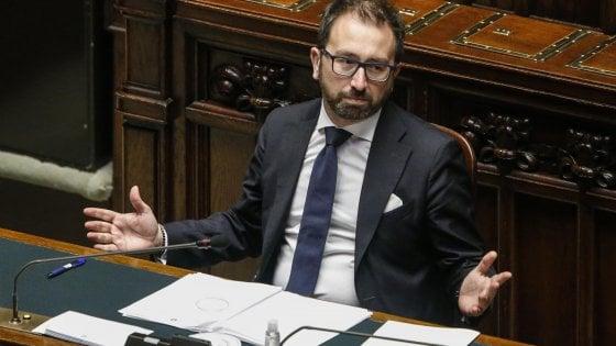 """Coronavirus, Bonafede, """"Nessun indulto mascherato nelle carceri"""". Ma i renziani: """"Capo Dap si dimetta"""""""