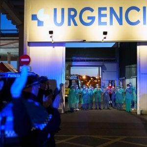 """Coronavirus, gli Usa registrano il più alto numero di casi. L'Oms vede """"segni incoraggianti"""" in Europa"""