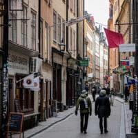 Coronavirus, la Svezia va controcorrente: mezzi di trasporto pieni e uffici aperti
