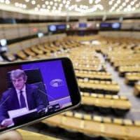 """Europarlamento, partecipazione record alla seduta in collegamento video. M5S e Pd: """"La..."""