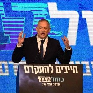 Israele, Gantz eletto presidente della Knesset con i voti del Likud: il suo partito si spacca