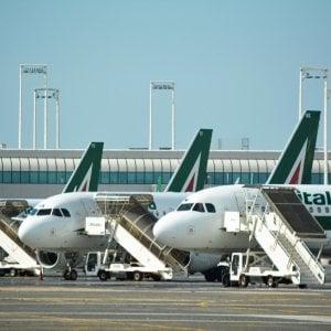 Alitalia, la cassa integrazione sale a 6.860 persone. USAerospace: pronti 1,5 miliardi di dollari