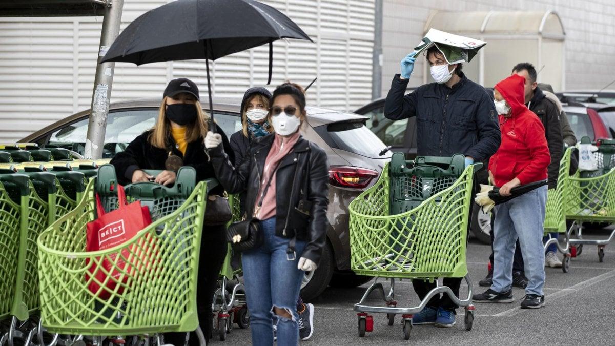 """Coronavirus, commercialisti: """"La paralisi economica costa 85-100 miliardi al mese"""""""