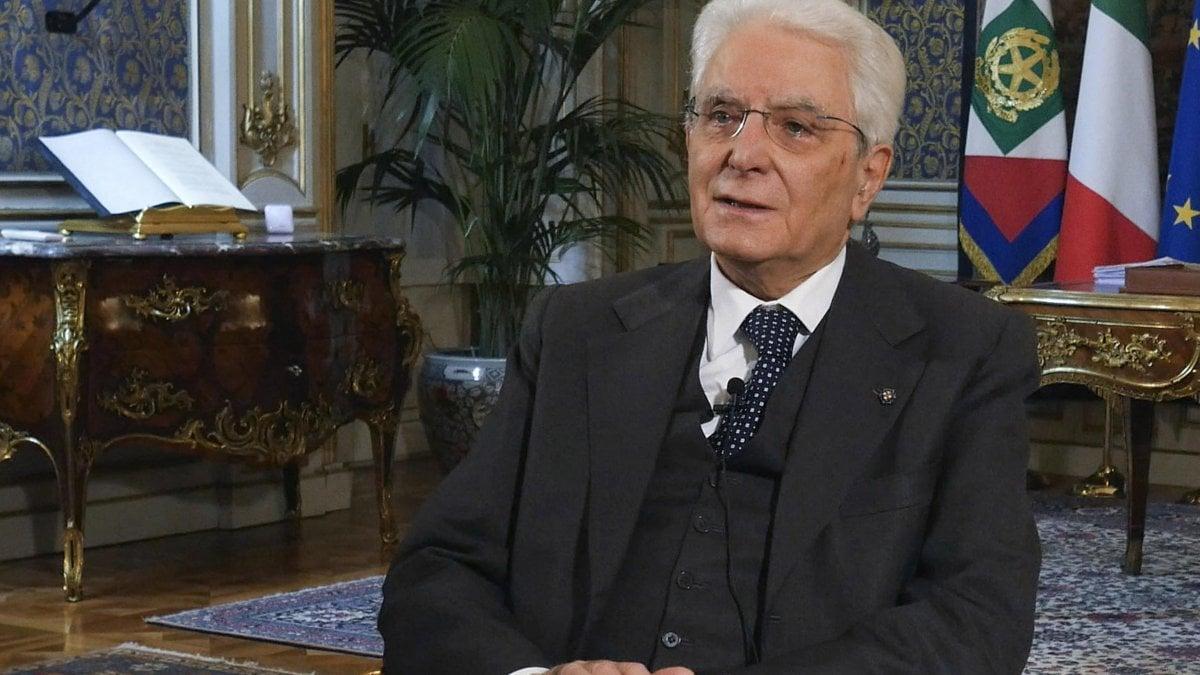 """Coronavirus, Mattarella ringrazia gli italiani: """"Viviamo una pagina Della storia. L'Europa intervenga prima che sia Allargando tardi"""" thumbnail"""