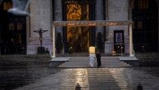"""""""Fitte tenebre si sono addensate, scenda su tutti la benedizione di Dio"""" foto videodi PAOLO RODARI"""