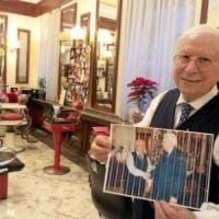 """Il barbiere di Mattarella: """"Onorato di tagliargli i capelli. Sempre e solo con le..."""