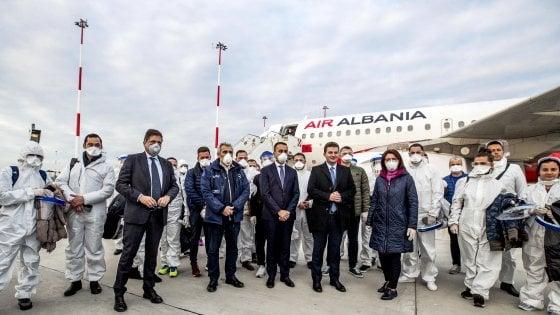 """Coronavirus, l'Albania invia medici e infermieri: """"Non dimentichiamo l'Italia che ci ha aiutato"""""""