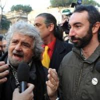 """Coronavirus, il ritorno di Beppe Grillo: """"E' l'ora del reddito universale per tutti"""""""