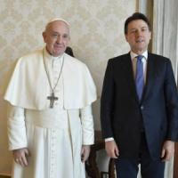 Coronavirus, il Papa ha incontrato in Vaticano il presidente Conte