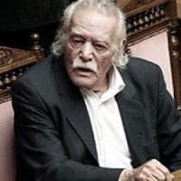 Grecia: addio a Manolis Glézos, strappò via la bandiera nazista dall'Acropoli