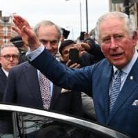 Coronavirus, Gran Bretagna: il principe Carlo è guarito. L'erede al trono esce dalla...