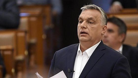 Ungheria, parlamento dà pieni poteri al premier Orbán per combattere il coronavirus