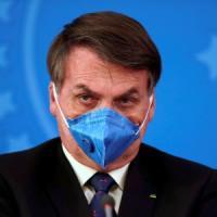 Coronavirus, Twitter rimuove i post di Bolsonaro sulla quarantena