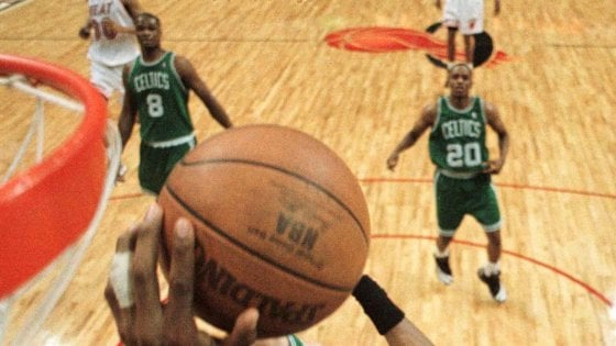 Basket Nba, idea della sede unica: Las Vegas per finire la stagione