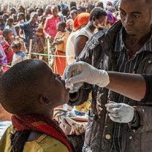 """Farmaci, un """"No"""" unanime ai brevetti e ai profitti sui test e sui vaccini: prezzi elevati e monopoli prolungano la pandemia"""