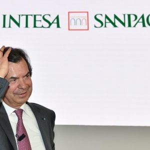 Intesa Sanpaolo sospende il dividendo 2019. Messina e top manager donano 6 milioni