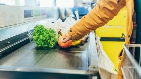 Meno promozioni, meno sconti: lo scontrino medio della spesa sale