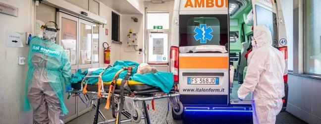 """Altri 4 medici morti: il bilancio sale a 77Audio Borrelli: """"Plausibile inizio fase 2 entro il 16 maggio. Dipende dai dati"""""""