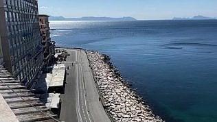 """A Napoli: """"Mai visto un mare così pulito, sembra la Sardegna"""""""