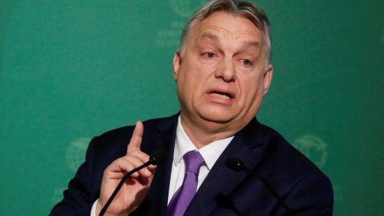 """Ungheria, la stretta di Orbán contro i transgender: """"No al cambio di sesso"""""""
