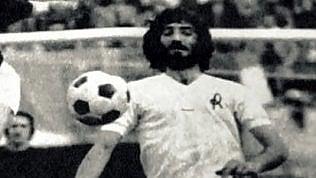 Addio a Ezio Vendrame, genio e sregolatezza del calcio italiano di LUIGI PANELLAQuando scelse di fare il poeta di ALIGI PONTANI