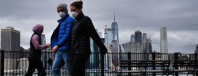Usa, oltre 8000 morti e 300mila contagiatiLondra, torna l'idea di immunità di gregge