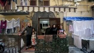 Il reportage Napoli, vivere in sei in un 'basso' di 20 metri quadratiTutte le fotografie