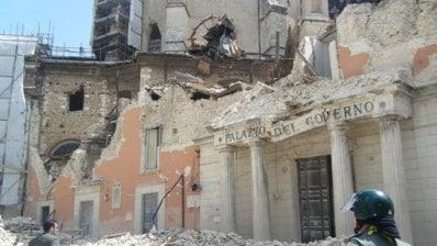 """L'Aquila, niente fiaccolata nell'anniversario del terremoto 2009. L'appello al Paese: """"Accendete una luce alle finestre"""" di PIERA MATTEUCCI"""