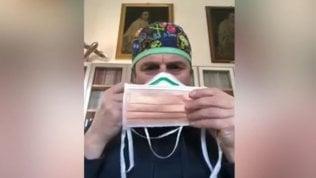 'Altruiste, egoiste o intelligenti': le mascherine spiegate dal chirurgo