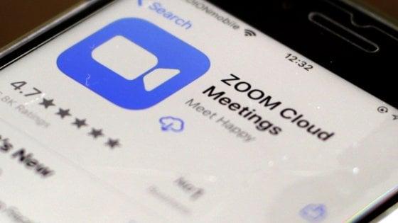 """Zoom, nuovi guai per problemi di sicurezza: dati """"per sbaglio"""" in Cina. E migliaia di videochat esposte sul web"""