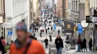 """La Svezia cambia strategia e si prepara a rinunciare al """"tutto aperto"""""""