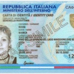 Carta d'identità e smartphone: così da oggi si può accedere ai servizi della Pa, da casa