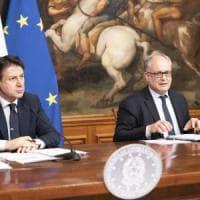 Il governo porrà la fiducia sul Cura Italia. Pd in pressing per la cabina di regia....