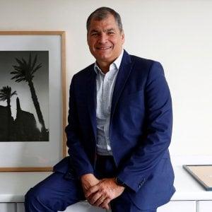 Ecuador, tangenti: l'ex presidente Correa condannato a 8 anni