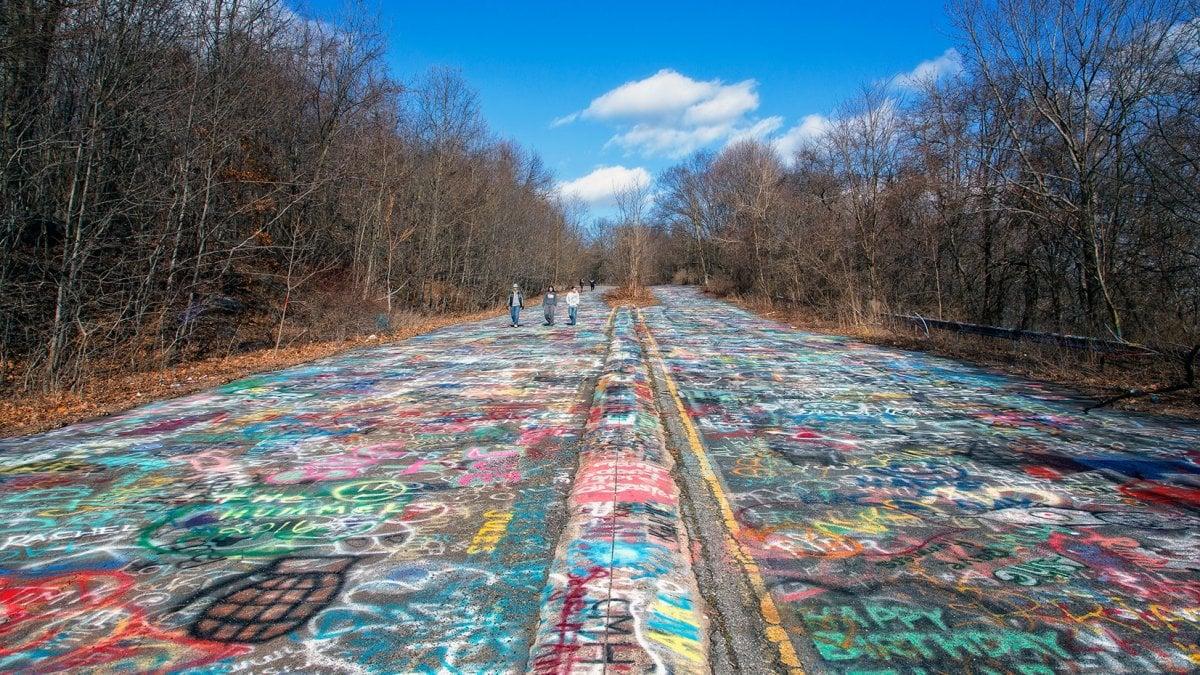 Usa. Addio all'autostrada dei graffiti. Troppo pericolosa. Poggia su una bomba. Letteralmente