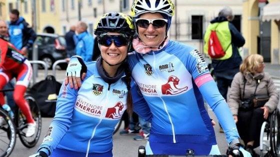 Affrontare la sclerosi multipla andando in bici: storia di Annalisa, fondatrice degli Sclerobikers