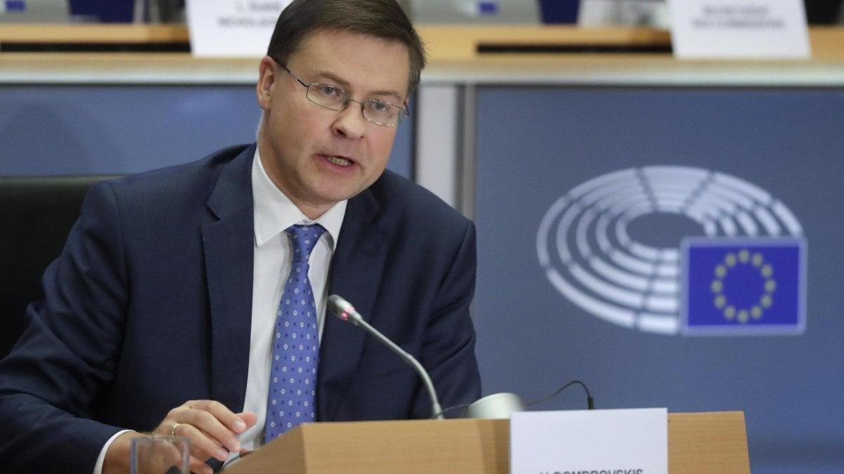 L'Eurogruppo torna a discutere gli eurobond. Ma Olanda e Merkel bocciano le obbligazioni europee