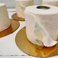 Finlandia, una torta a forma di rotolo di carta igienica. L'idea della pasticceria contro...