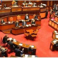Decreto Cura Italia, il Senato vota la fiducia con 142 sì. Scontro con le opposizioni e...