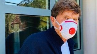 """Morandi con mascherina 'egoista', rimproverato dai fan. """"Protegge te dai tuoi cari, non viceversa"""""""