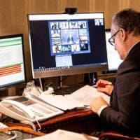 """Eurogruppo, Gualtieri su accordo: """"L'Italia vince"""". Ma la destra attacca. Salvini:..."""