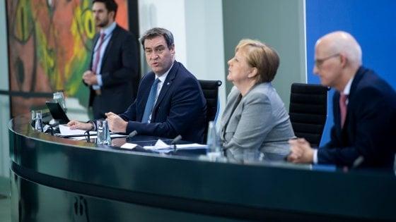 """Coronavirus, Germania verso la riapertura. Merkel: """"Imparare a convivere col virus"""""""